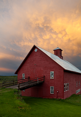 vermont barn at sunset
